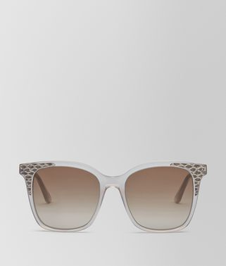 SUNGLASSES IN SHINY MILKY MUD ACETATE AND FUMO AYERS LEATHER, GRADIENT BROWN LENS