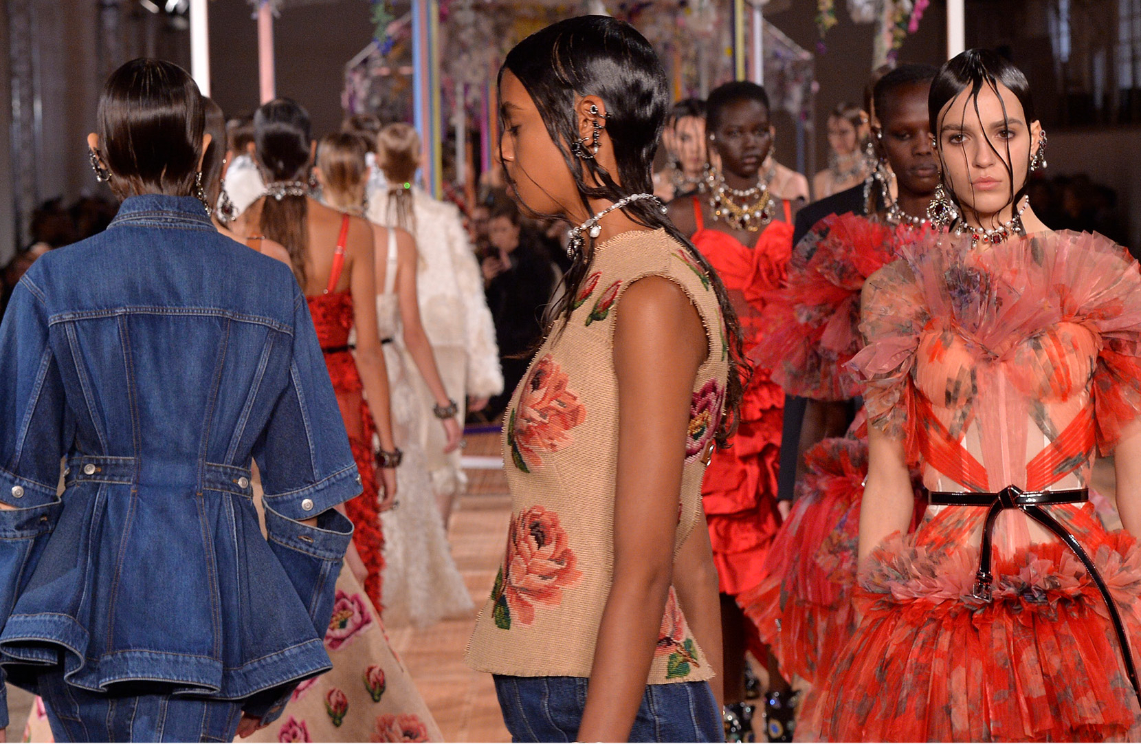 Alexander mcqueen designer fashion and luxury clothing ss18 womens show junglespirit Image collections